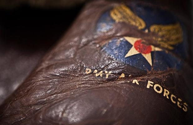 На высоте: История и особенности легендарной пилотской куртки на меху — B-3. Изображение № 6.
