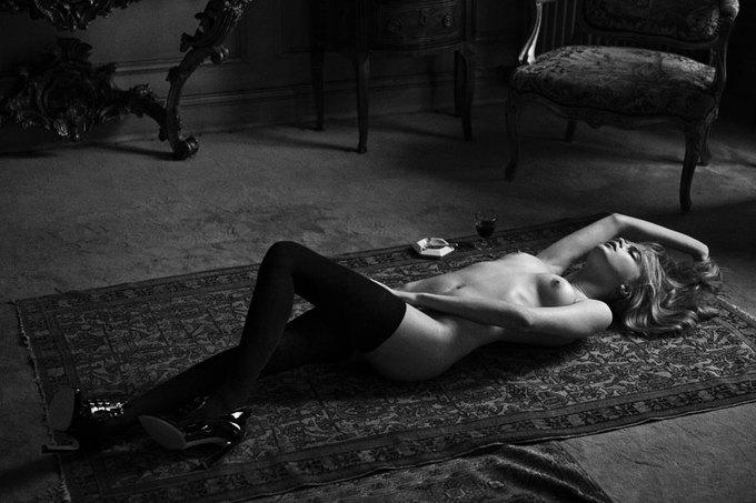 Английская модель Кара Делевинь снялась для журнала Interview. Изображение № 10.