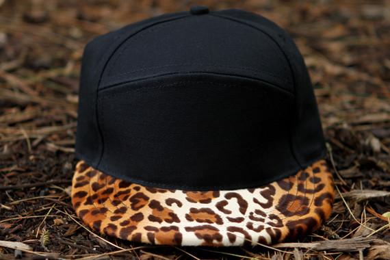 Дизайнер Ронни Фиг совместно с маркой Quintin выпустил линейку кепок. Изображение № 1.