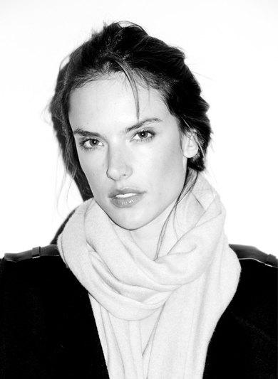 Бразильская модель Алессандра Амбросио снялась у фотографа Терри Ричардсона. Изображение № 1.