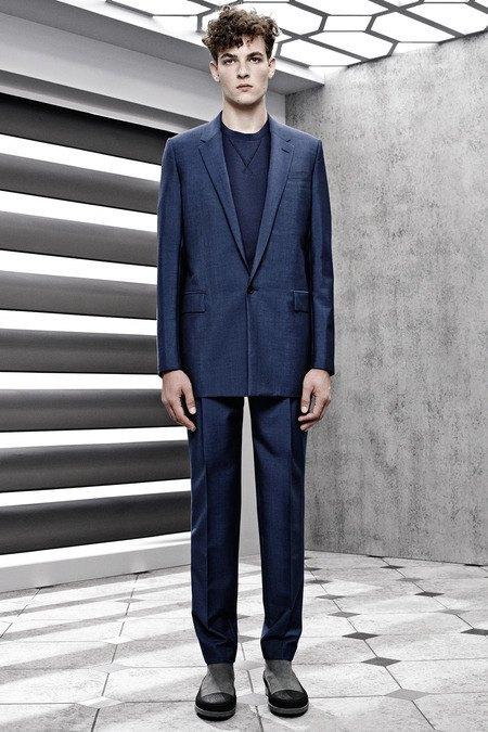 Французский бренд Balenciaga опубликовал лукбук новой коллекции. Изображение № 10.