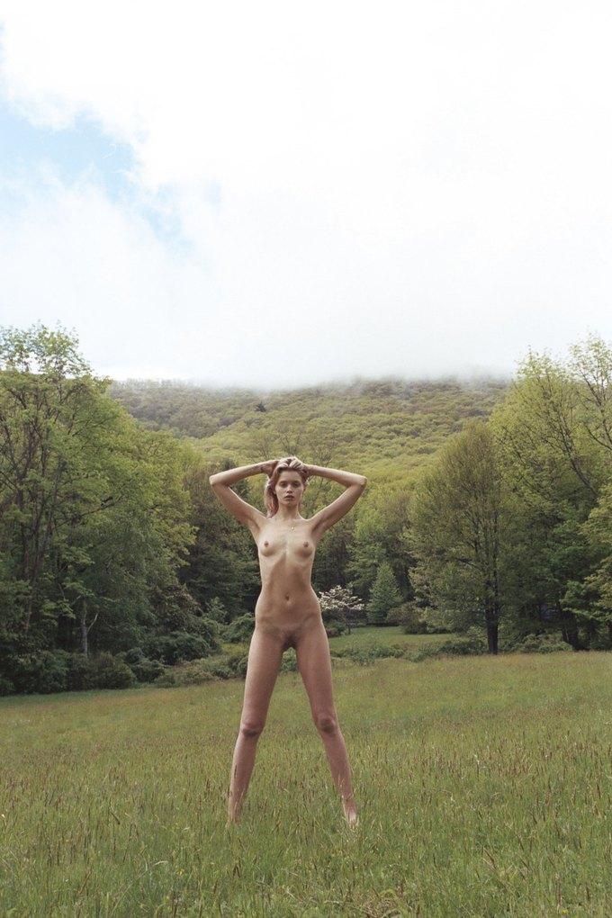Эбби Ли Кершоу сфотографировалась у Кары Стрикер для нью-йоркской выставки Make Love to the World. Изображение № 4.