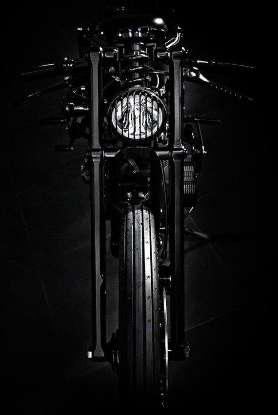 Мастерская  Rough Crafts представила кастомный мотоцикл на базе Harley-Davidson. Изображение № 3.
