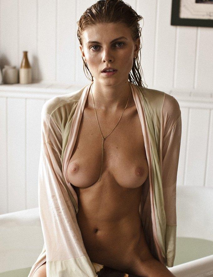 Белорусская модель Марина Линчук снялась для журнала 25 Magazine. Изображение № 8.