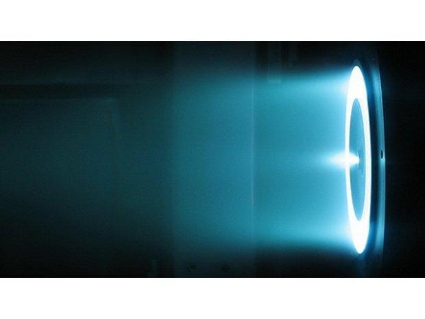 Ионный двигатель NASA для дальних космических полетов проработал 5 лет без перерыва. Изображение № 2.