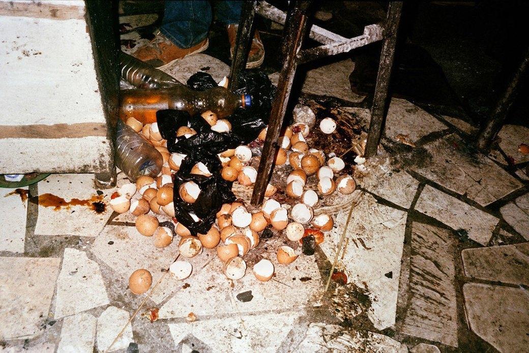 Сутенёры, лучники и золотая молодёжь: Фоторепортаж о ночной жизни в Уганде. Изображение № 5.