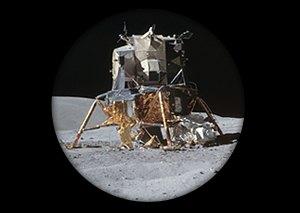 Космический мусор: Ботинки, фотоаппарат Hasselblad и другие предметы, найденные NASA на Луне. Изображение №3.