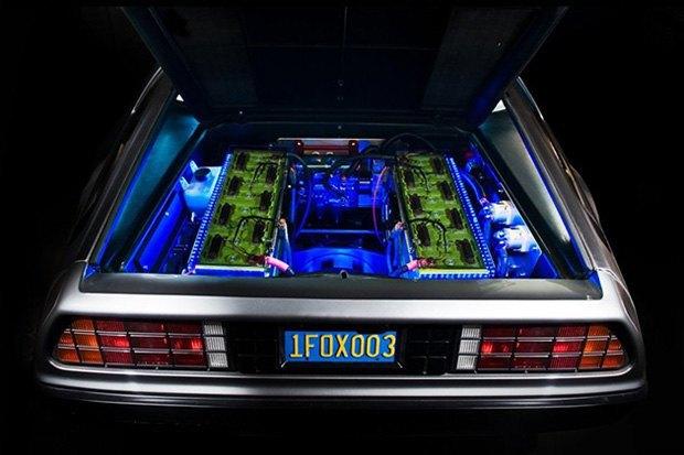 DeLorean из «Назад в будущее» перешёл с бензина на электричество. Изображение № 3.