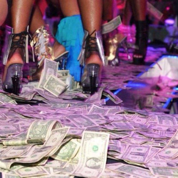 Stripper Locker Room: Блог с селфшотами стриптизёрш. Изображение № 10.