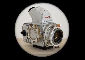 Космический мусор: Ботинки, фотоаппарат Hasselblad и другие предметы, найденные NASA на Луне. Изображение № 4.