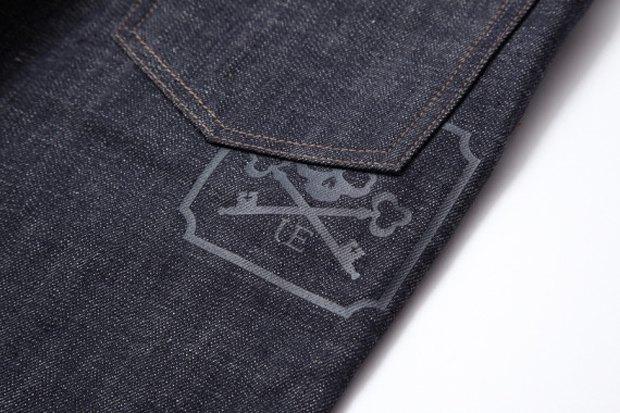 Марки Mastermind Japan и Uniform experiment выпустили капсульную коллекцию одежды. Изображение № 11.