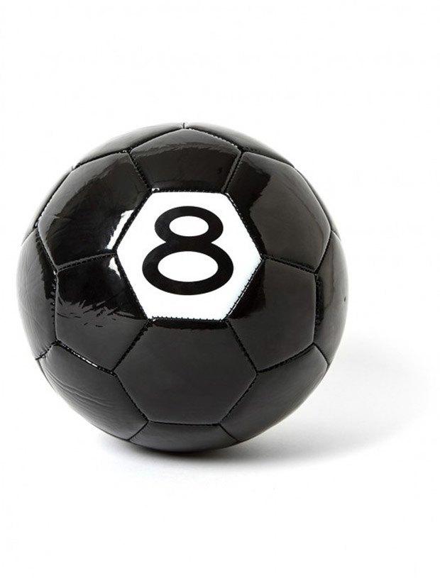 Марка Stussy выпустила мяч к чемпионату мира по футболу. Изображение № 1.