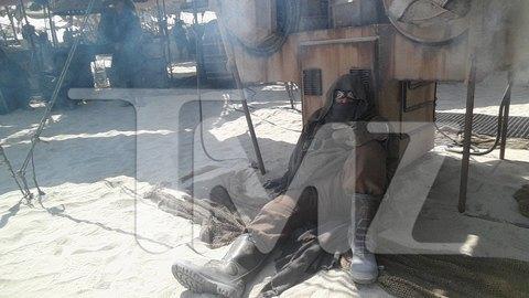 В сеть попали первые снимки со съемочной площадки новых «Звездных войн». Изображение № 28.