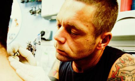 В Испании резко возрос спрос на сведение татуировок. Изображение № 1.