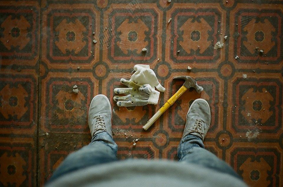 Фоторепортаж: Как мы сделали ремонт в мастерской силами редакции. Изображение № 25.