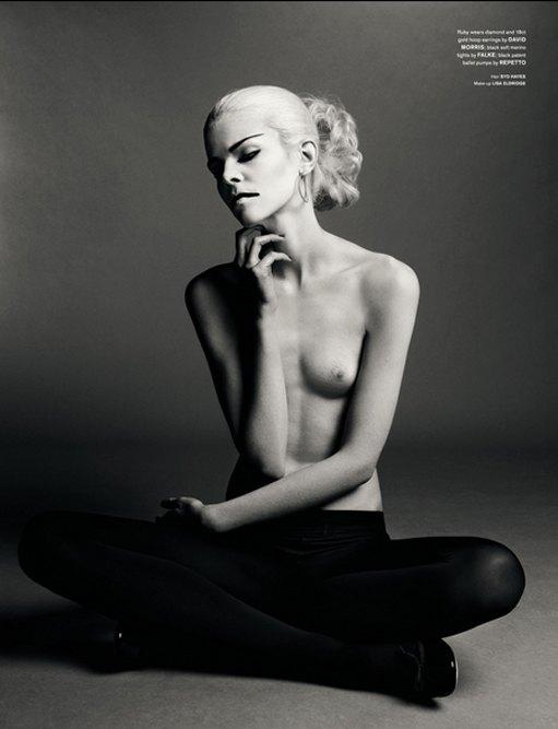 Фотограф Сольве Сундсбо снял 10 молодых моделей для журнала LOVE. Изображение № 3.