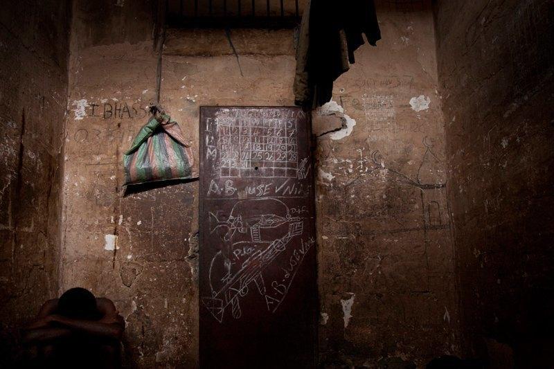 Как подростки Сьерра-Леоне годами живут в тюрьме в ожидании суда по их делу. Изображение № 17.