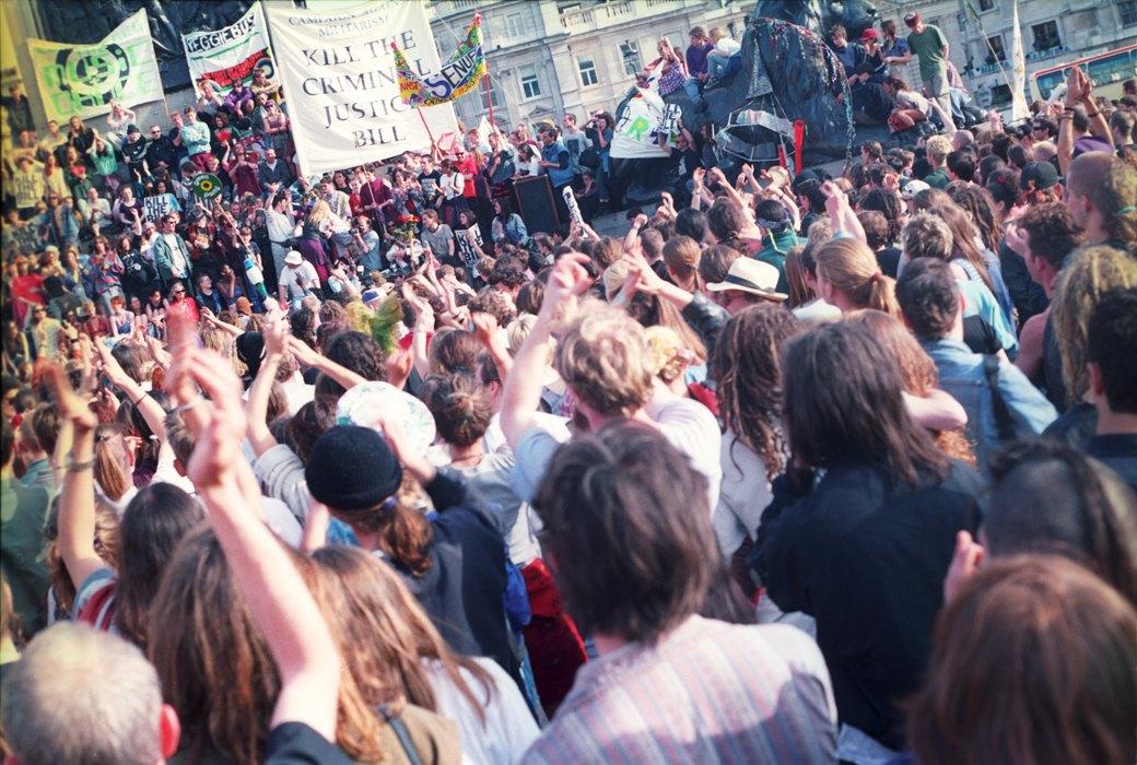 C рейва на митинг: Фотохроника британских free parties и попыток отстоять их перед властями. Изображение № 7.