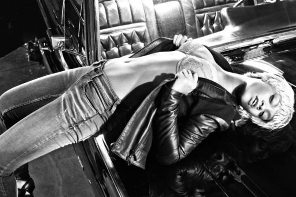 Рианна в рекламе нижнего белья Armani. Изображение № 4.