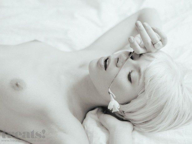 Российская модель Ольга Шулдык снялась для американского журнала Treats!. Изображение № 1.