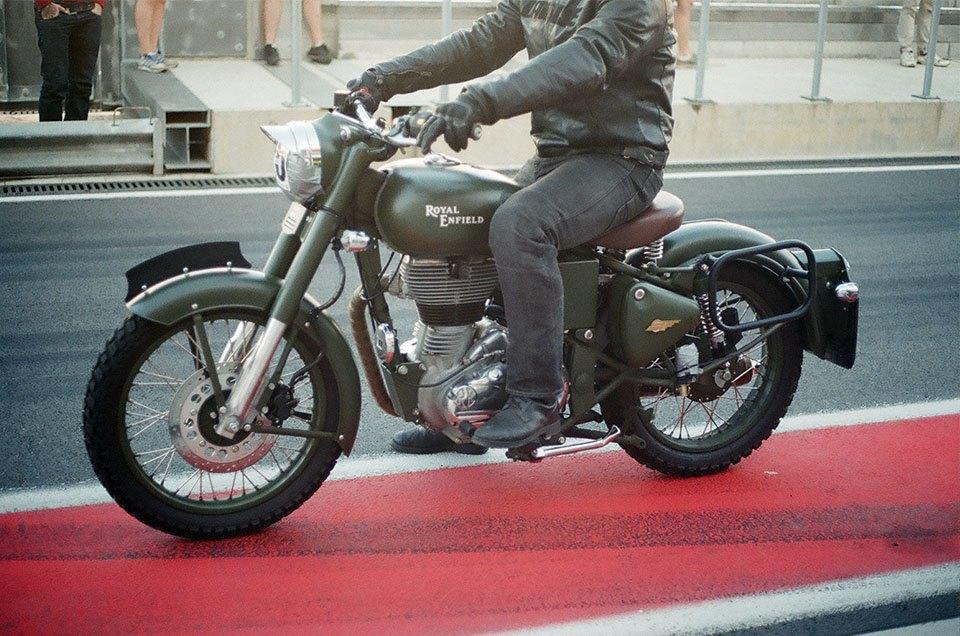 Фоторепортаж с гонки кастомных мотоциклов Nuts & Bolts. Изображение № 24.