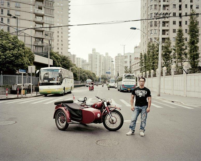 В люльке: Владельцы мотоциклов с колясками на фоне пейзажей Шанхая. Изображение № 5.