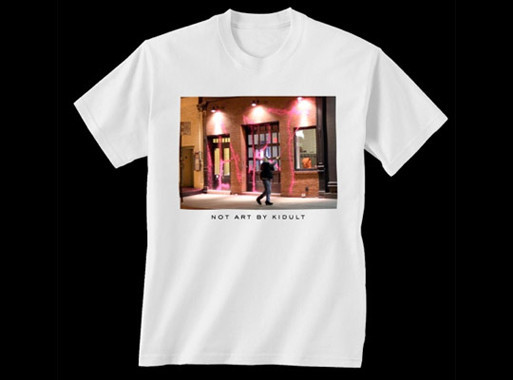 Художник Kidult и марка Marc Jacobs обменялись колкостями через футболки. Изображение № 4.