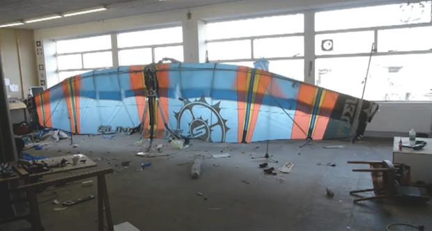 Голландский инженер Ярно Смитс разработал механические крылья, позволяющие людям летать. Изображение № 1.