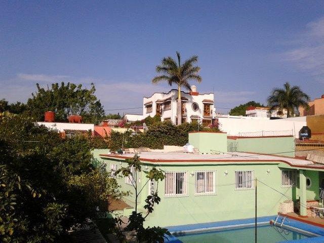 «Вся наша жизнь состоит из спусков и подъёмов»: Как я пересёк Мексику на велосипеде. Изображение № 3.