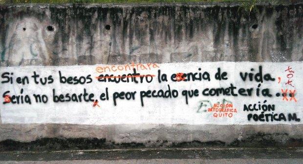 В Эквадоре появились художники, исправляющие орфографию в граффити. Изображение № 1.