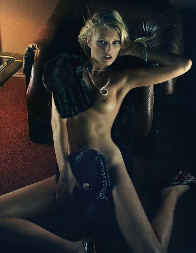 «Ангелы» Victoria's Secret снялись обнажёнными для журнала Interview. Изображение № 8.