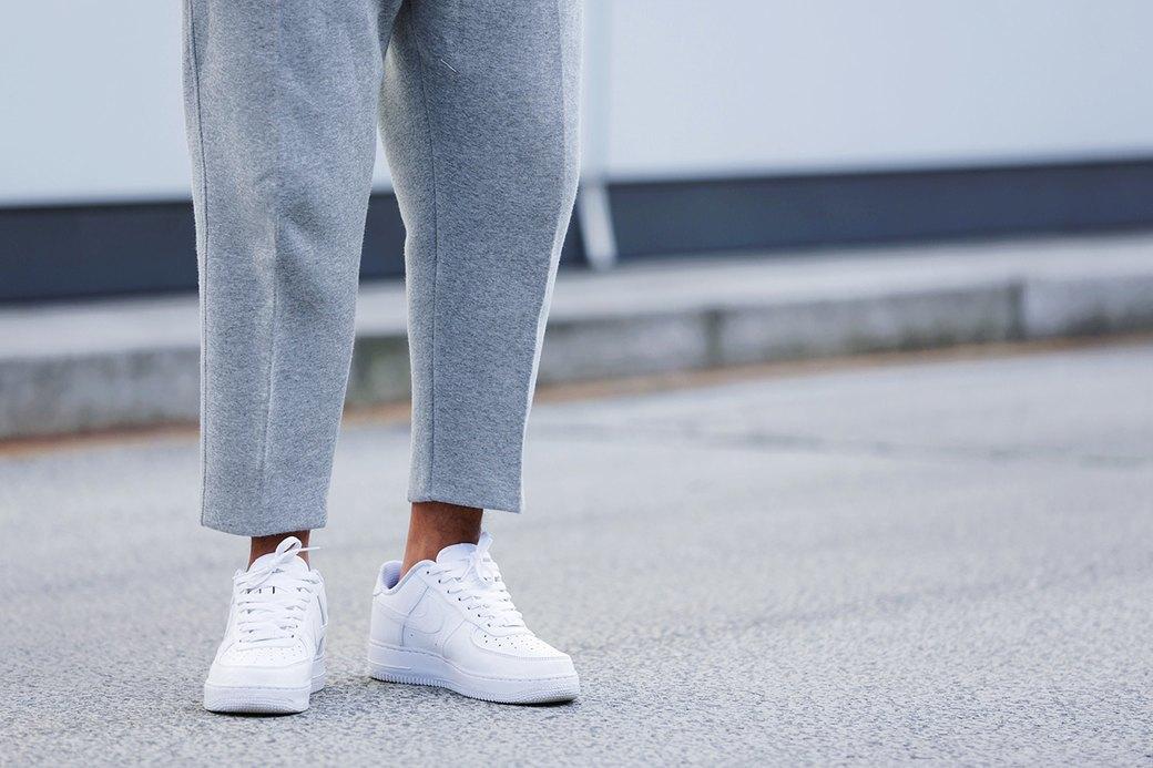 Флисовые брюки Nike превратили в деловой костюм. Изображение № 1.