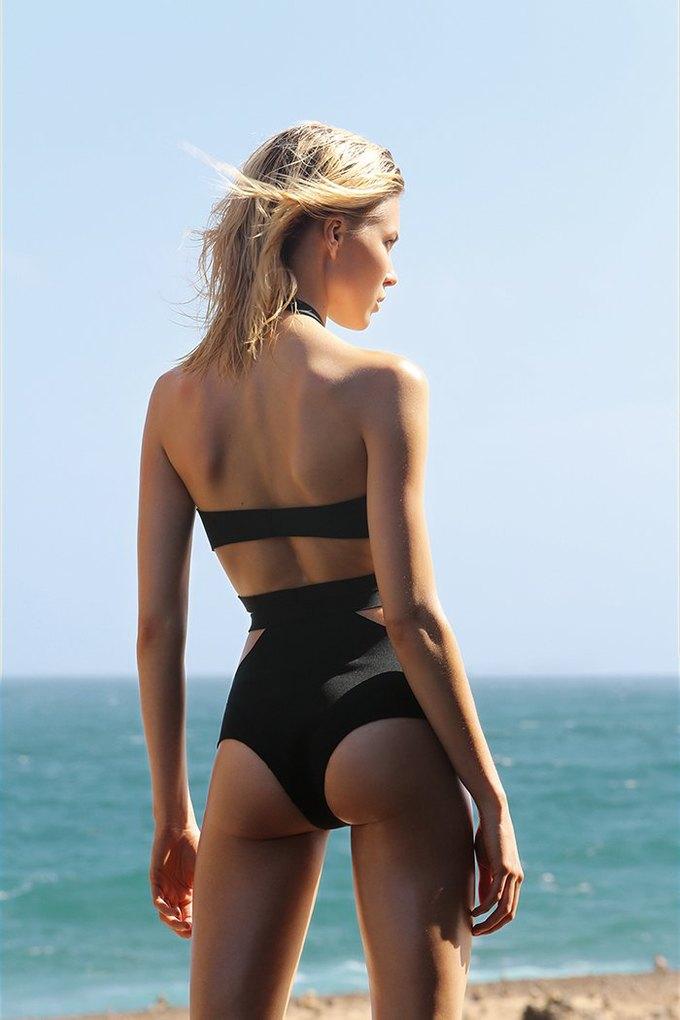Журнал Surfing Magazine опубликовал специальный выпуск, посвящённый моделям в купальниках. Изображение № 15.