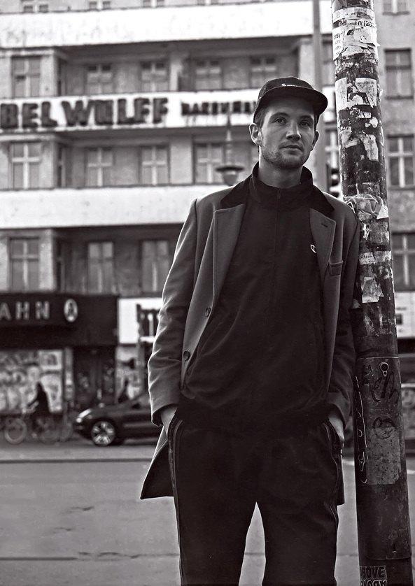 Гоша Рубчинский снял лукбук марки Supreme для журнала Grind Magazine. Изображение № 4.