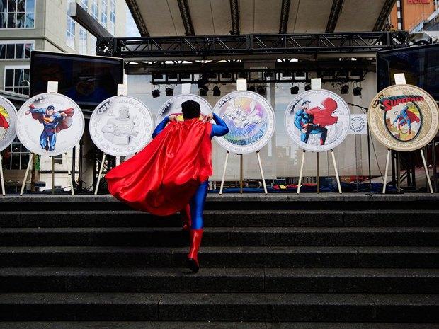 В Канаде выпустили коллекционные монеты с Суперменом. Изображение № 3.