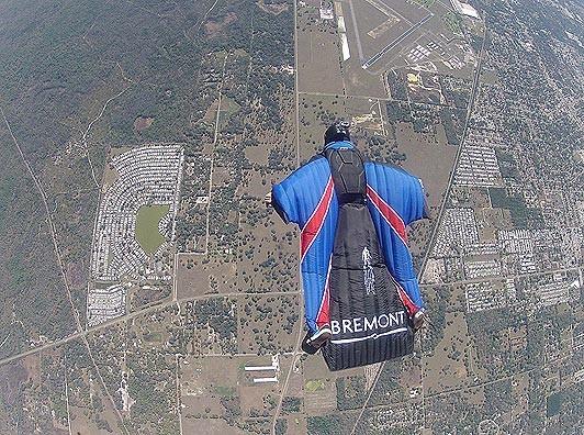 Каскадер прыгнул без парашюта с высоты семьсот метров. Изображение № 1.