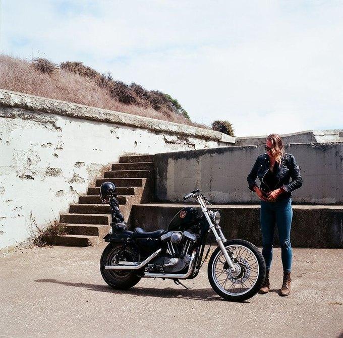 La Motocyclette: Американская фотовыставка доказывает право девушек называться байкерами. Изображение № 19.