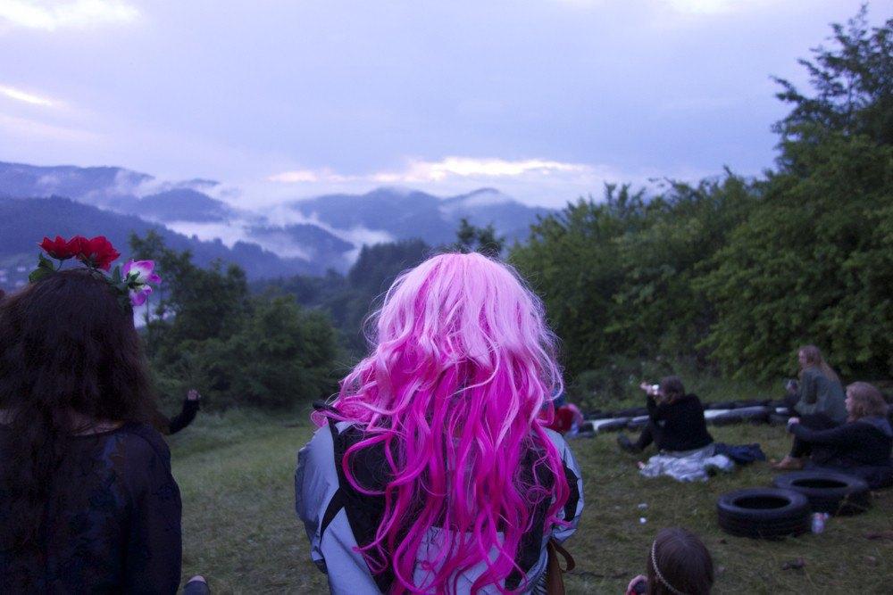 Фотопроект: Как британцы бегут от цивилизации на фестиваль в лесах Болгарии. Изображение № 24.