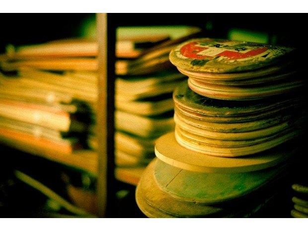 Аргентинская мастерская создает электрогитары из старых скейтбордов. Изображение № 21.