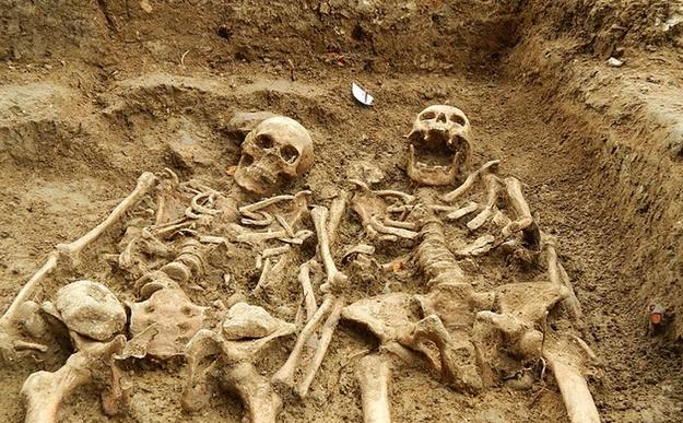 Английские археологи нашли пару, 700 лет держащуюся за руки . Изображение № 2.