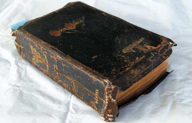 Библию Элвиса Пресли продали на аукционе за 59 тысяч фунтов. Изображение № 1.