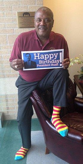 Американцы поздравили бывшего президента цветными носками. Изображение № 12.