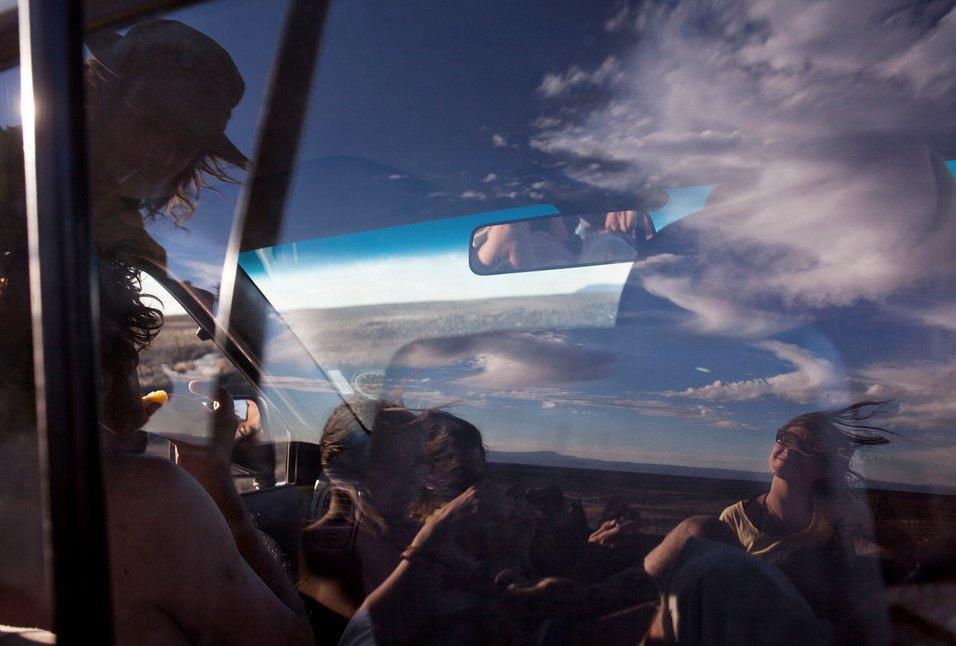 Как развлекаются посетители фестиваля Burning Man в африканской пустыне. Изображение № 3.