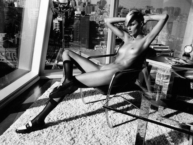 Модель Аня Рубик снялась обнаженной для журнала Industrie. Изображение № 1.