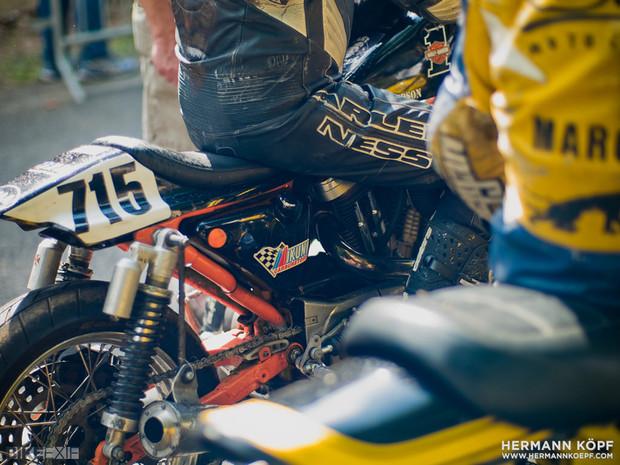 В Германии издали книгу фотографий ежегодной гонки на мотоциклах Barr Hill Race. Изображение № 10.