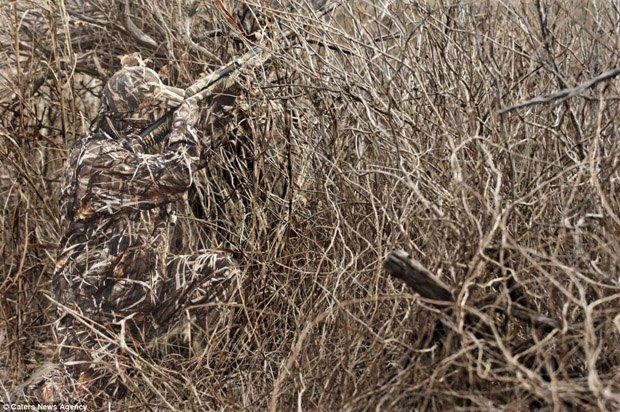 Компания Realtree создала камуфляж, делающий его обладателя практически невидимым. Изображение № 1.