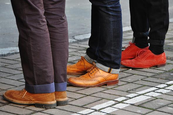 Изображение 18. Шарфы, клатчи, клетчатые пиджаки и подвернутые джинсы.. Изображение № 62.