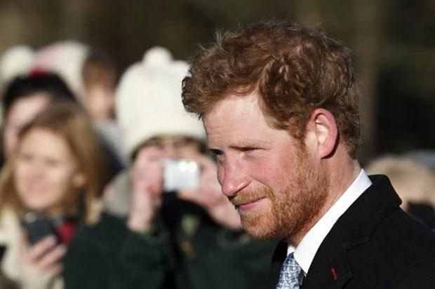 Елизавета II попросила принца Гарри сбрить бороду . Изображение № 1.