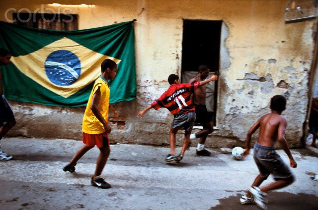 Жители бразильских трущоб проведут собственный чемпионат мира по футболу. Изображение № 1.