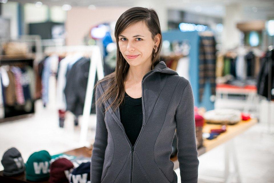 5 красивых продавщиц в магазинах мужской одежды выбирают вещи для парня их мечты. Изображение № 13.